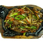 BEEF WITH BLACK PEPPER SAUCE IN SIZZLING PLATE
