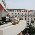 Вид из новой части отеля на старую часть