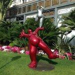 Современное искусство в красном цвете
