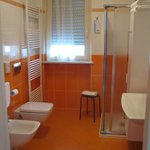 Calissano apartments: Spacious bathroom