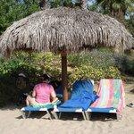 et oui du vrai sable et parasol en palmier