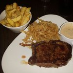 Serloin steak with chips and tabacco onions, mmmmmmm