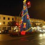 Arbol navideño junto a C/ San Miguel
