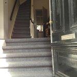 den gammel indgang , og meget smaller trapperne..