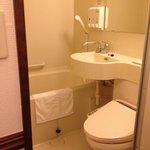 Toyoko Inn Osaka Itami, Bathroom
