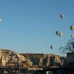 ホテルから沢山の気球が見えます