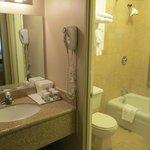 Waschbecken/WC+Badewanne getrennt