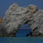 Masso forato della spiaggia di Lalaria