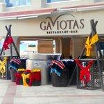 Gaviotas buffet by the pool