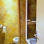Toilette und Badewanne