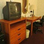 テレビは旧式、冷蔵庫、電子レンジ、コーヒーメーカー有り。