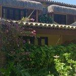 Vista externa dos apartamentos c/ vista para o jardim