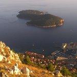 Vista desde el mirador del teleférico-funicular de Dubrovnik, Croacia.