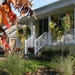 Tranquil B & B - Historic Cottage -THE STEWART HOUSE B  & B, Niagara on the Lake