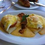 Frühstück. Eggs Benedict