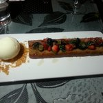 Honeycake (topped with mixed berries & basil leaves - yuppp dare you to try!) with vanilla ice-c