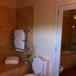 Castello del Nero. Bagno camera deluxe