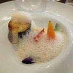 bar de ligne, homard, citron caviar, émulsion coquillages