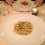 Lasagnetta in tegamino ai profumi di mare e pennette al branzino e pistacchio