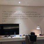 Tv piatte da 42 e frasi celebri scritte sulle pareti!!!