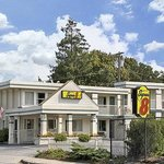 Welcome to Super 8 W Yarmouth Hyannis/Cape Cod