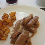 Secreto iberico con salsa de regaliz y patatas aliñadas.Hay que probarlo! Estupendo!