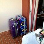 Koffer haben im Zimmer keinen Platz