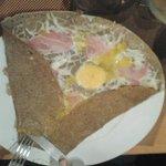 Galette con enmental,jamon y huevo,riquisima.