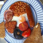 Un completo desayuno inglés de buena calidad