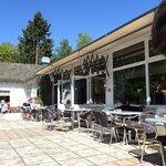 Voorkant restaurant vanaf terras genomen