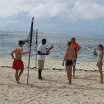 partie de beach-volley sur la plage