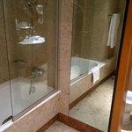 Nice bathroom, drains all plugged up