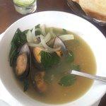 Суп мидии с белым вином и луком