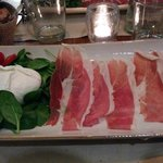 Mozzarella Paestum e crudo San Daniele, 15 euro