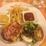 Hamburguesa de ternera bacon y queso cheddar