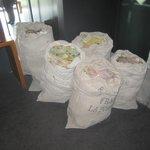 Мешки с письмами приходившими в избирательный пункт де Голля