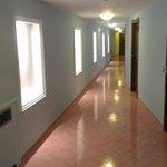 Couloir d'accès au chambre.