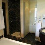 Very Clean, Large Bathroom!