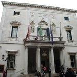 Fachada do Teatro La Fenice, construído em 1792.