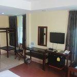 Spacious room, plenty of amenities
