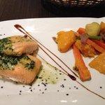 Salmone con menta e verdure