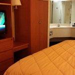 Sweet Suite with 3 Mirror Vanity!
