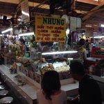 ベンタン市場内の食堂です!
