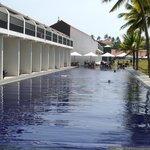 großer Pool und de luxe Zimmer mit Poolzugang