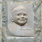 Sculpture of Uziel Spiegel near the entrance to the Children's Memorial.