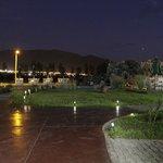 Zona de la piscina de noche
