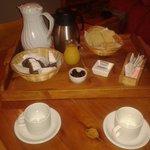el desayuno. .torta y mermelada caserA