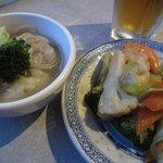 ワンタン麺と野菜炒め