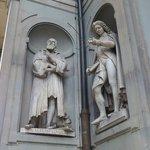 Estatua de Galileo en la Piazzale degli Ufizzi