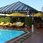 restaurant bij rooftop pool
